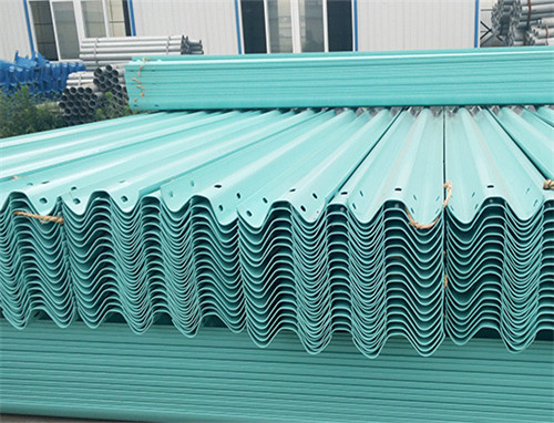 喷塑波形护栏板货场