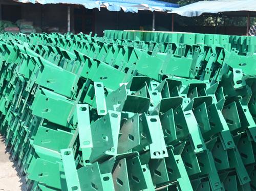 喷塑护栏板方立柱防阻块