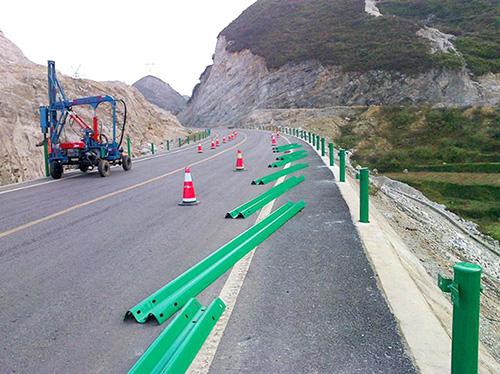 双波喷塑护栏施工安装